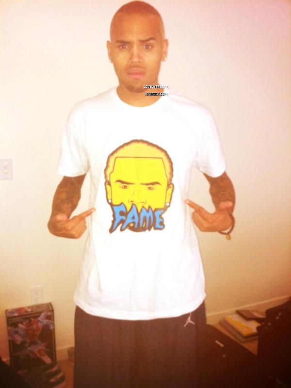 Chris Brown vient de poster une photo (on vois bien qu'il ce reteint)