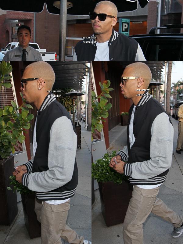Chris Brown arrive au Crustacés à Beverly Hills (restaurant)