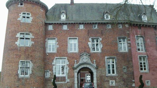 le château de Monceau -Sur-Sambre