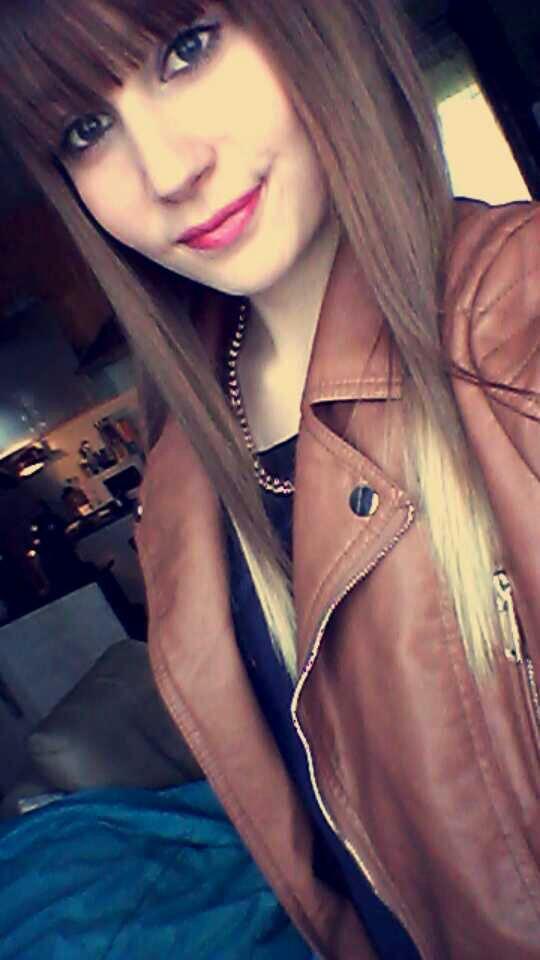 #_Le courage c'est de sourie alors qu'en vrai nous sommes entièrement détruits. *