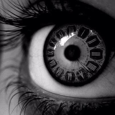 """""""On dit que le temps change les choses, mais en fait le temps ne fait que passer et nous devons changer les choses nous-mêmes"""""""