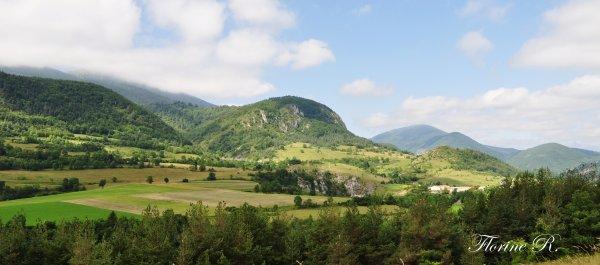 « La foi transporte les montagnes. C'est vrai. La raison les laisse où elles sont. C'est mieux.  »  Pierre Bourgault