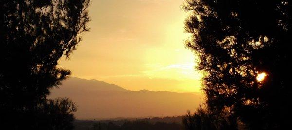 « Il y a des moments doublement mélancoliques et mystérieux où notre esprit semble éclairé à la fois par le soleil qui se couche et par la lune qui se lève. »  Victor Hugo