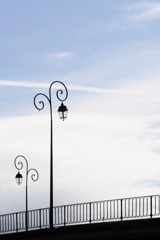 """""""Les lampadaires sont les béquilles du soir qui tombe."""" Sylvain Tesson"""