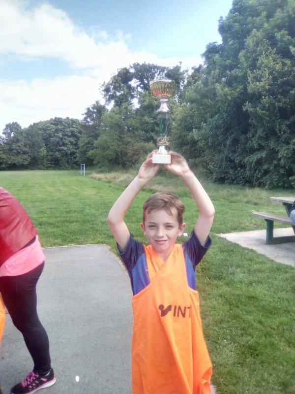 Mon petit frère gagne un tournoi de foot ?
