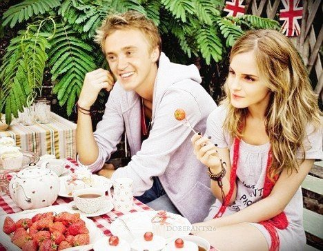 encore des photos de Emma avec Tom :D
