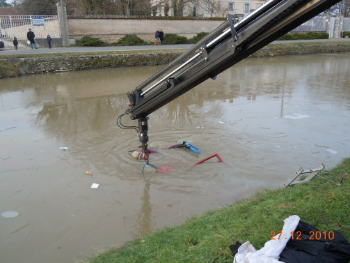 Voiture au canal