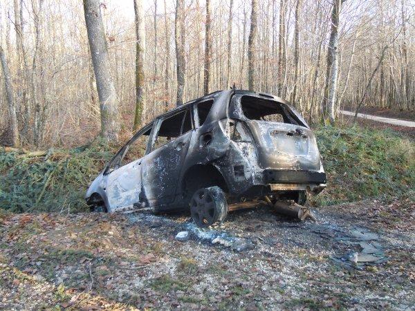 Voiture volée brulée