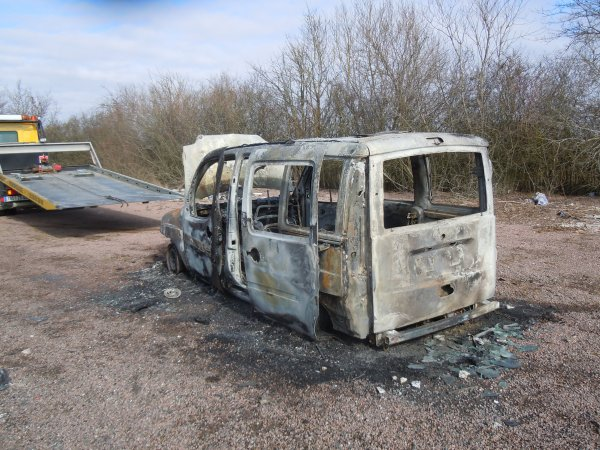 Fiat Doblo volé et brulé