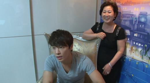 Les Super Junior et leurs parents réunis le temps d'une pendaison de crémaillère