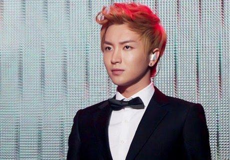 Leeteuk (Super Junior) sortira prochainement une chanson qu'il a produite lui-même