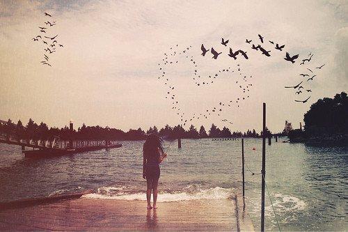 J'voudrais te dire que j'suis heureuse sans toi mais j'y arrive pas. Parce que c'est pas le cas