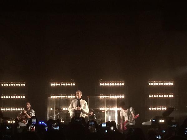 Concert à Hamburg - 24.03.2015 (Kulturkirche) - 5 Rescue me. (Bill chante en allemand avec les fans)