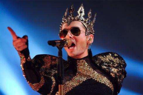 Article de stern.de : Le roi Bill revient dans son pays