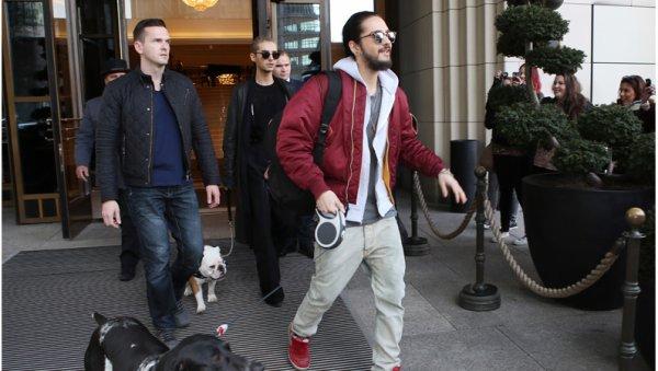 Article de alphaindustries.com : Les Tokio Hotel déchirent avec leurs vestes Alpha MA-1 personnalisées lors de leur tournée mondiale « Feel It All » 2015