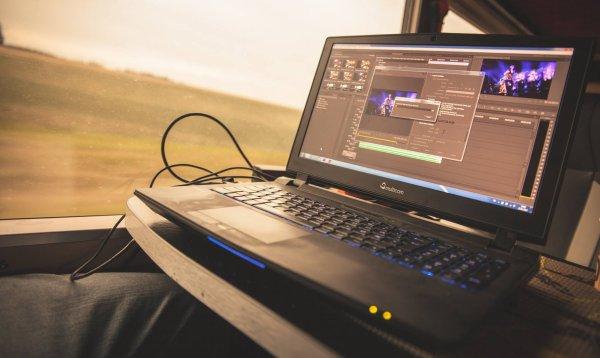 Facebook Bergamini Pictures : ordinateur spécial pour la production de Tokio Hotel TV