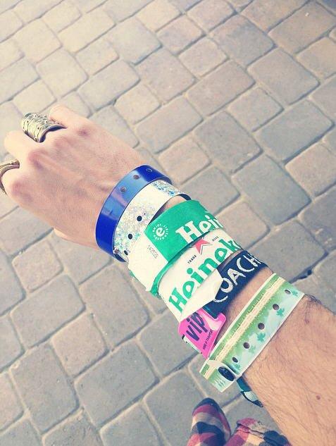 Instagram Bill Kaulitz : voilà comment je me suis réveillé #lelendemain #jeudebracelets