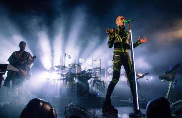Facebook Tokio Hotel : Cet article fait suite à celui d'hier, qui annonçait les 14 dates de la deuxième partie de la tournée mondiale « Feel It All » en Amérique du Nord (Etats-Unis)