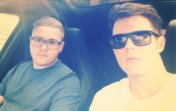 Instagram Georg Listing : Merci pour les 100.000 !!! Sur la route...#journéederéunions #berlin