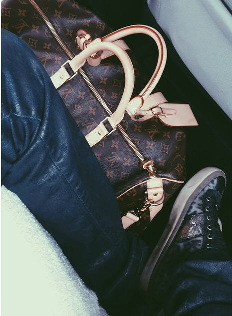 Instagram Bill Kaulitz : 💼👖👞😎