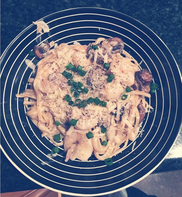 Instagram Bill Kaulitz : #champignonscrémeuxoignonscrevetteparmesanfettuccine #tbt #faitmaison