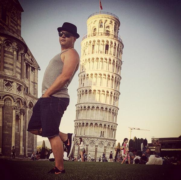 Instagram     gustavschafer Merci Pise! Merci belle Italie.😘#typique#vacances#pise#savoirfaireitalien
