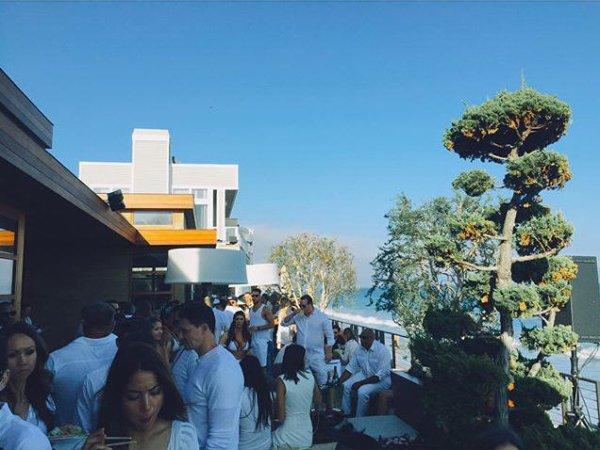 Instagram Bill Kaulitz : tout en blanc à #Malibu aujourd'hui #nobu #4 juillet  #bootsy bellows