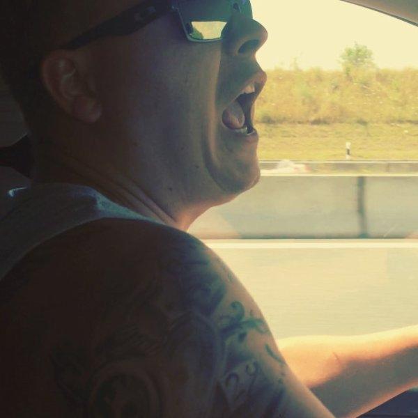 Instagram gustav schafer ; drôle de façon de rentrer à la maison#conducteur#c'est ma vie#fun