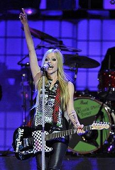 Cantora canadense Avril Lavigne apresenta a turnê Black star em Brasília