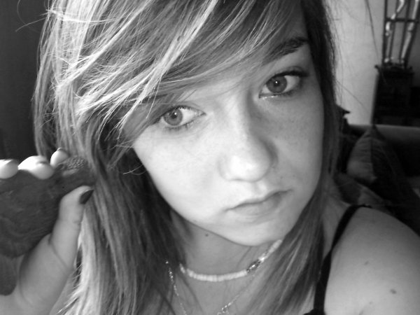 Emeliine , 16ans & j'aime sa ♥