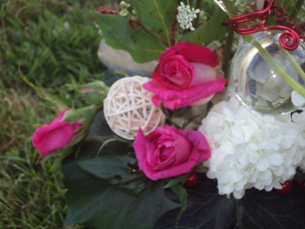 bouquets avec des roses et fleurs des champs avec marie