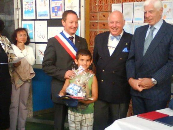 mon petit fils Allan avec le maireet le fils de louis bleriot