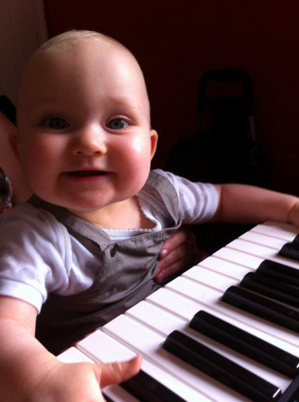 ma petite fille future pianiste