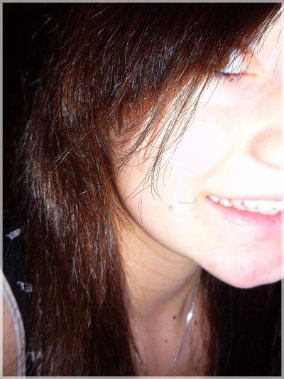 Je fais comme si tout était normal, mais derrière mes sourires, mon regard, j'ai mal... Uu'