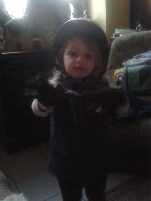 Ma princesse en depart pour l'equitation^^ <3