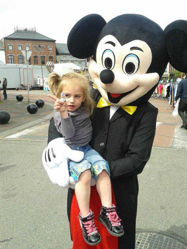 Séléna et son Mickey ^^