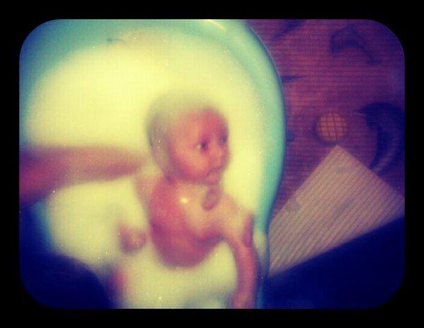 Mon petit loulou dans le bain ;)
