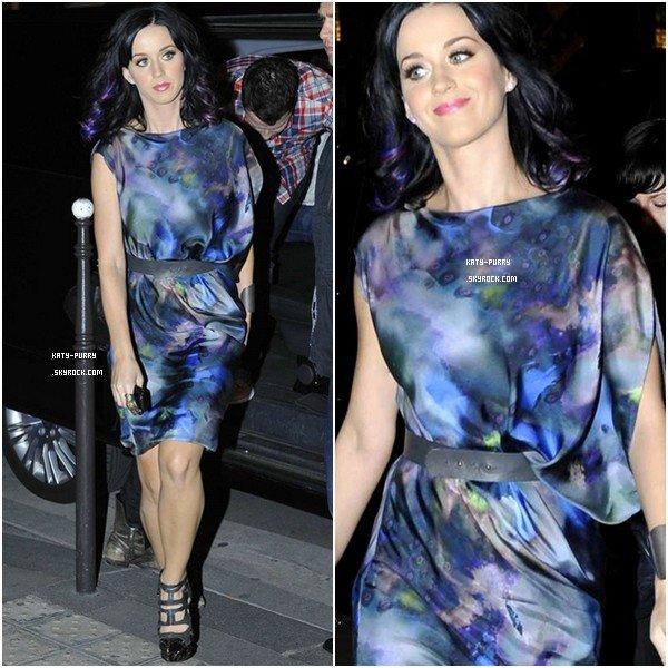 30/08/10 - Katy rentre à son hôtel après le Grand Journal.