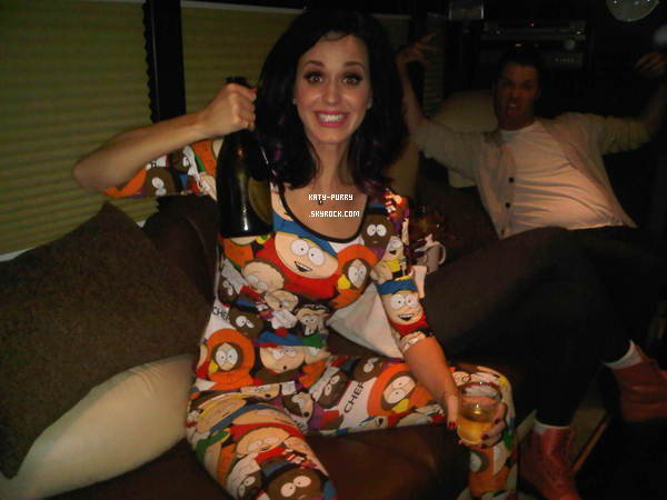 06/09/10 - Nouvelle photo sur le twitter de Katy.