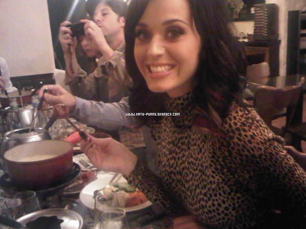 08/09/10 - Nouvelle photo de Katy sur Twitter, lors de son passage en Suisse !