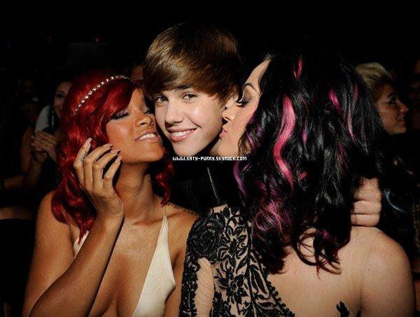 12/09/10 - Rihanna, Justin  Bieber et Katy perry aux VMA's.