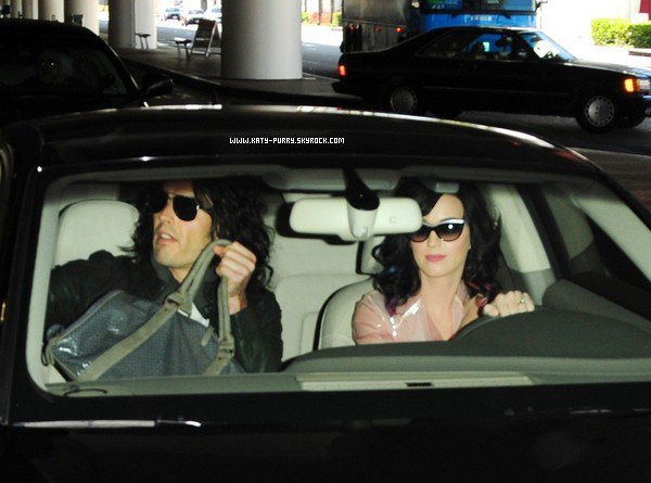 15/09/10 - Katy et Russel à l'aéroport de Los Angeles.