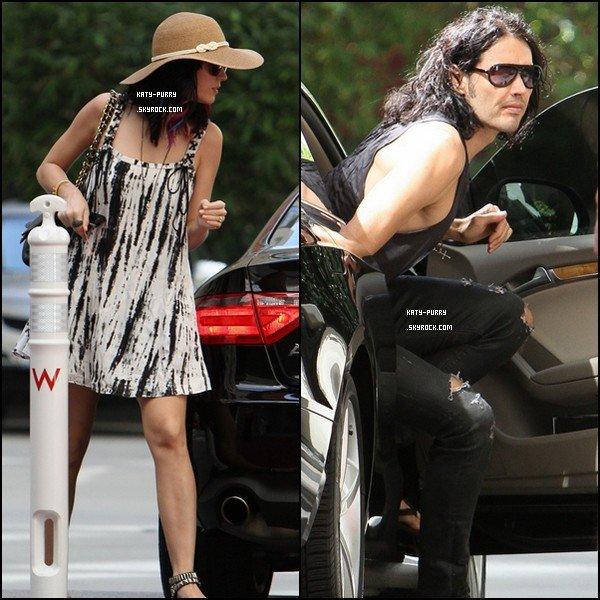 16/09/10 - Katy et Russel arrivent à leur hotel à Los Angeles.