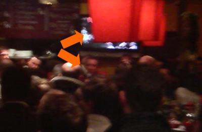 Café démocratique: j'y étais encore et il y avait François Bayrou (de face et à la télé de dos)