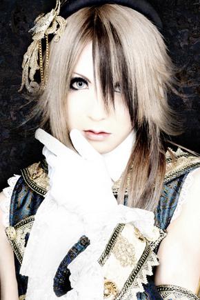 Versailles Teru $)