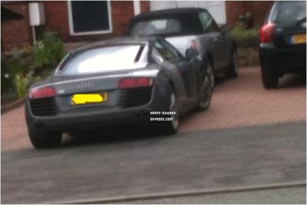 .Voici la nouvelle voiture de Harry , une Audi R8 , Tu aime ?!.
