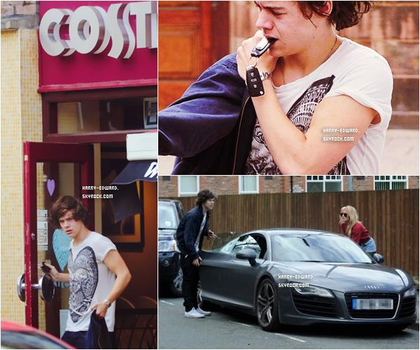 .28/04/12 : Harry était avec son ami Ellis Calcutt dans la rue !.