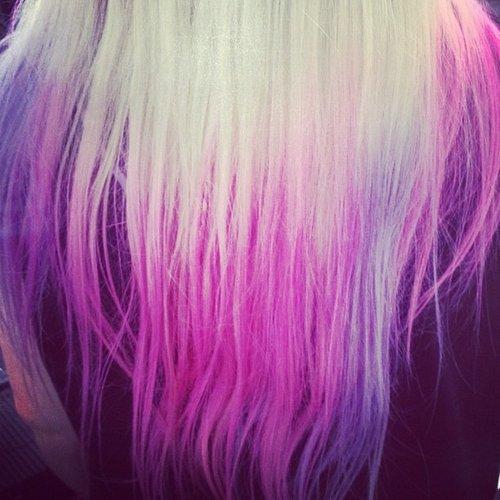 Des idées de Dip Dye Hair pour cheveux clairs