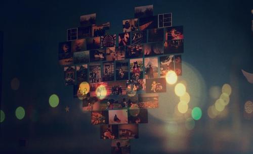 Des idées d'organisation de photos sur un mur