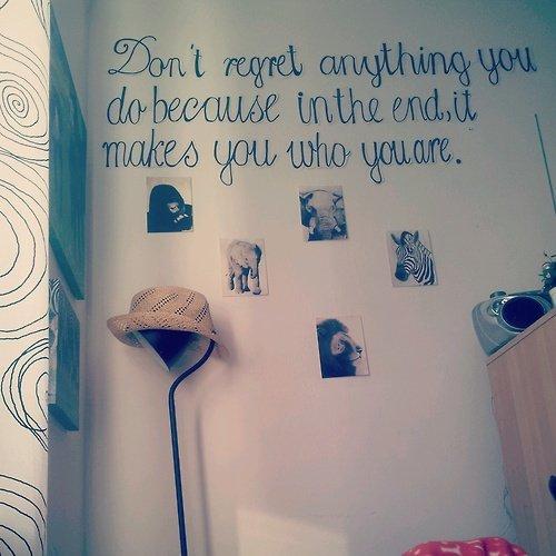 Des idées de phrases et mots à coller sur un mur